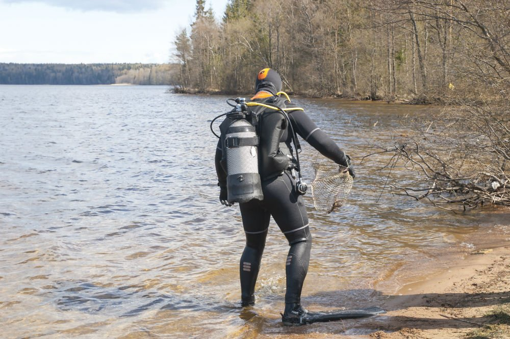 Scuba Diving Wetsuit vs Dry Suit