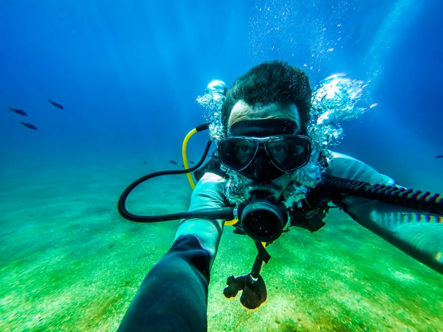 How to Clear Scuba Masks: Two Methods and Bonus Tips!