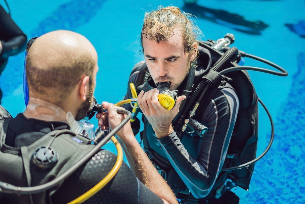 how does a scuba regulator work